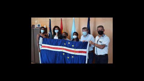 La bandera de Cabo Verde fue recibida en Burela como un regalo