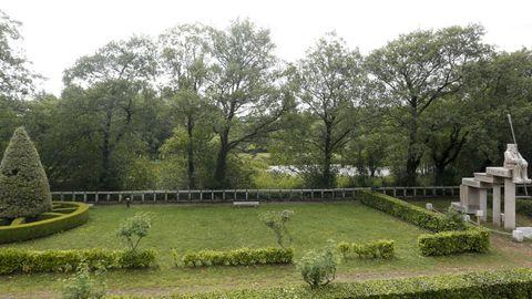 El área recreativa de Fonmiñá cuenta con amplias zonas verdes y de descanso