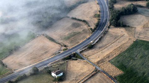 Imagen aérea de la carretera N-540 a su paso por el municipio de Taboada