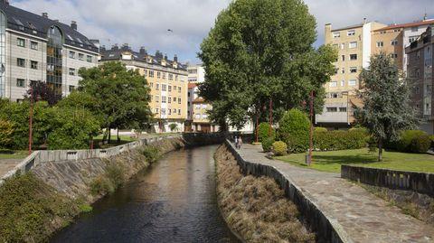 Paseo do Anllóns, Carballo, ya en el casco urbano