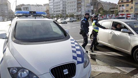 Fotografía de archivo de agentes de la Policía Local de Ribeira