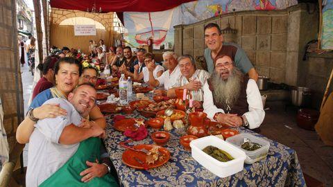 Una de las múltiples comidas callejeras que se celebran en la Feira Franca de Pontevedra. La de la imagen es del 7 de septiembre del 2019