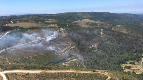 Vista de la zona quemada por el incendio de Vilar de Barrio
