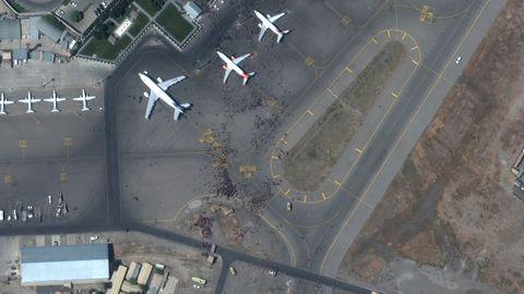 Vista satélite del aeropuerto de Kabul que vive una situación caótica desde la llegada de los talibán