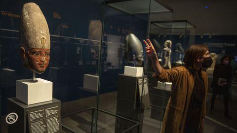 Tres faraones daban la bienvenida al visitante a «Faraón. Rei de Exipto», conformada por 140 piezas procedentes del British Museum.