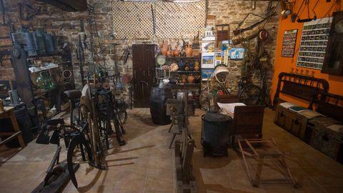 Un asturiano lleva diez años recuperando objetos que albergaba Casa Nicasio