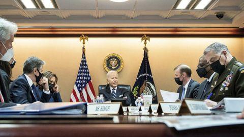 Joe Biden, presidente de EE.UU., reunido con el equipo de Seguridad Nacional para discutir la situación afgana