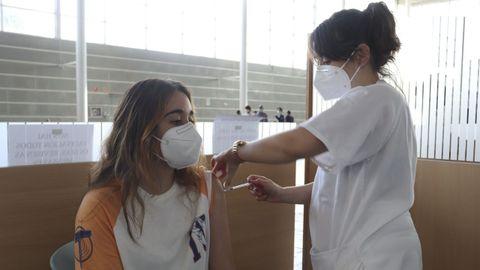 Vacunación contra el covid, este viernes, en el recinto ferial de Pontevedra para el grupo de edad de 29 a 16 años