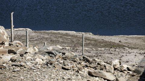El volumen de embalses como el de Cenza, en Vilariño de Conso, es insuficiente para poder garantizar las actividades acuáticas en la zona o para preservar el valor paisajístico del parque natural