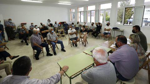 Reunión de asociaciones y ganaderos en Galdo, con la presencia de la alcaldesa, por el lobo