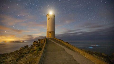 O Roncudo, en Corme, con lluvia de estrellas y mar de ardora