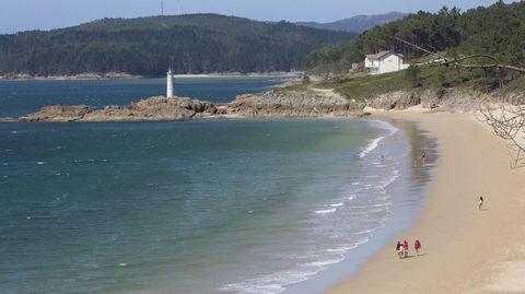 Faro en la playa de O Lago, Muxía