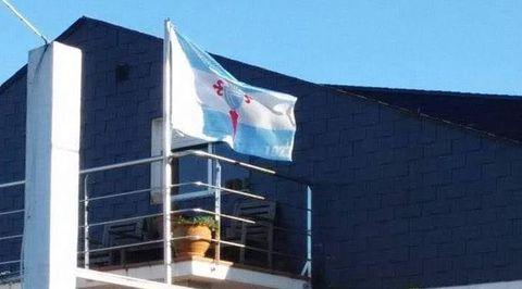 A bandeira que ondea sempre na súa casa