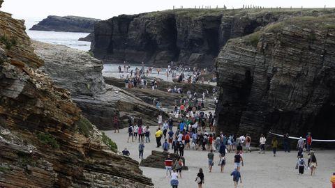 Imagen del pasado 25 de julio, con la playa de As Catedrais llena de gente