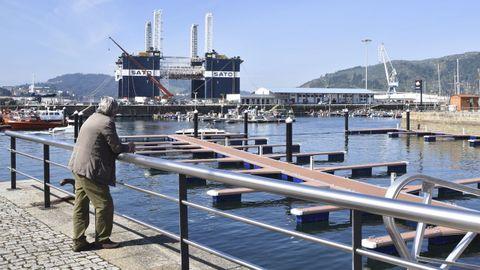 Sato Levante. Es el dique cajonero más grande construido con tecnología española. Tiene 60 metros de eslora, 36 de manga y 25 de altura. Fabrica cajones en 20.000 toneladas que se usan para construir muelles. Hasta esta semana estuvo atracado en el puerto de Ferrol, como muestra la foto.