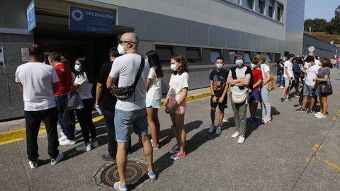 Este lunes comenzó la vacunación frente al covid de niños de 12 y 13 años en el hospital mariñano