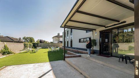 Entrada del albergue Santiago 15, en Monforte, el único de carácter privado en el tramo lucense del Camino de Invierno, que empezó a recibir visitantes el pasado 17 de junio