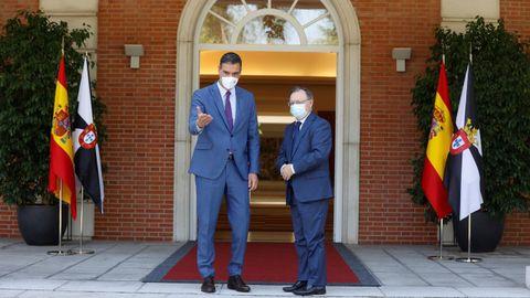 Pedro Sánchez y el presidente de Ceuta, Juan Jesús Vivas, este miércoles en el palacio de la Moncloa