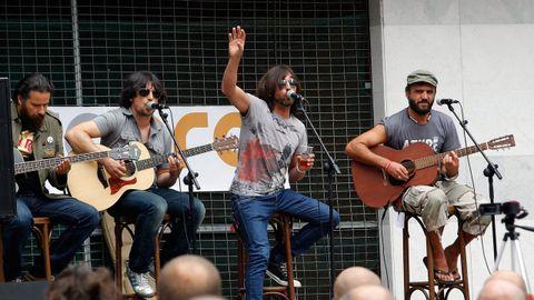 Herdeiros da Crus durante un concierto en formato acústico ofrecido en Betanzos.