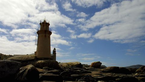 El faro de Punta da Barca, en Muxía, acoge la segunda jornada del ciclo «Concertos na Fin do Mundo».