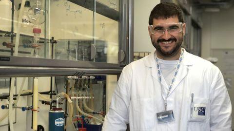 Rubén Prieto Díaz, en un laboratorio del CiQUS, donde hace su doctorado e investiga