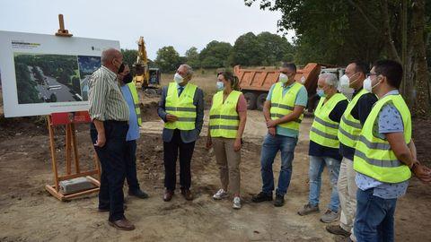 El presidente de la Diputación de Lugo supervisó las obras del aparcamientos del Parque Central de Galicia