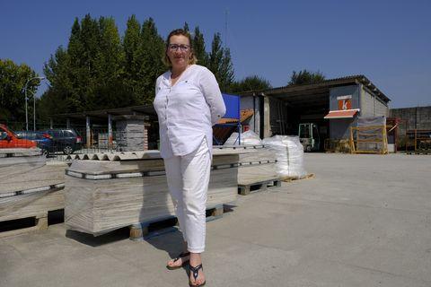 Regina Ramil, gerente del almacén de materiales de construcción Ramil Gamma, en Ares