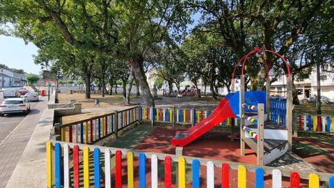 Parque infantil en Friol