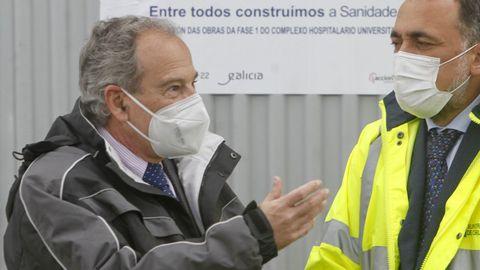 Joaquín López-Fando con el conselleiro de Sanidade en una visita a las obras del Marcide