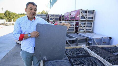 Manuel, de Pizarras Hermanos Castedo, tiene  stock  solo para este año