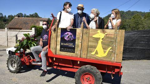 La organización del festival de Cans junto a Benedicta Sánchez, en uno de los clásicos «chimpines» del festival.