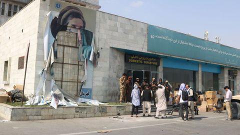 Un grupo de talibanes tras la salida de las tropas estadounidenses de Kabul