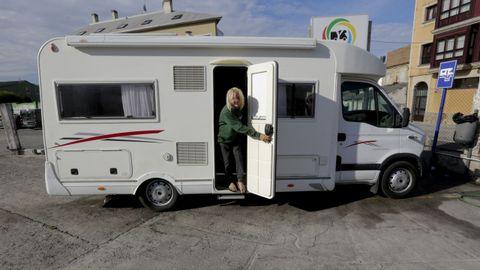 Ole Müller, el martes por la mañana dejando la furgoneta que le prestaron tras el robo de su caravana