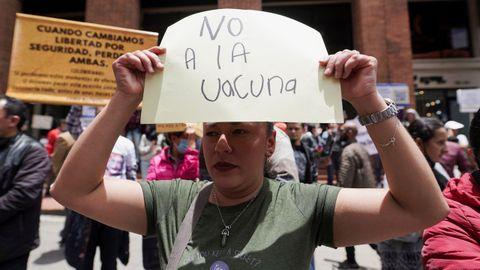 Protesta de antivacunas en Colombia