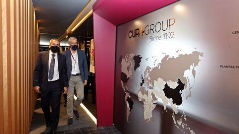 El conselleiro de Economía, Francisco Conde, visitó la sede de Cupa Group en Carballeda de Valdeorras