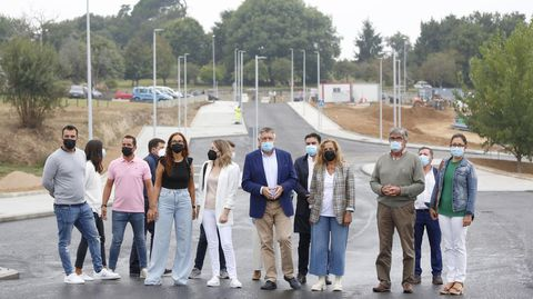 Visita de Carmela Silva y Telmo Martín a la urbanización de O Revel, en Vilalonga