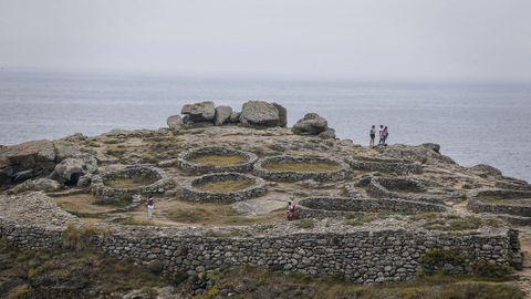 El castro de Baroña es el enclave arqueológico más visitado de la comarca. Hasta Porto do Son acuden miles de personas cada año. Es por ello que el Concello trabaja en un plan de conservación para la edificación, y poder así ensalzar su particular espectacularidad