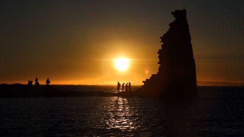 Puesta de sol en la torre de San Sadurniño, en Cambados.