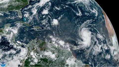 Imagen satelital del huracán Larry