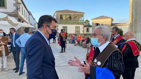 El conselleiro de Cultura, Román Rodríguez, con Juan Carlos Aparicio