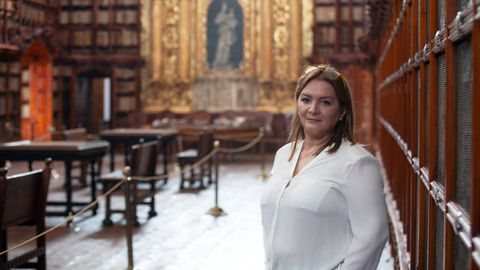María del Carmen Vázquez en la Biblioteca Palafoxiana de Puebla