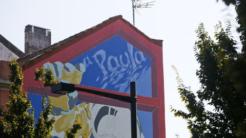 Gonzalo Alonso firma un mural de una Menina astronauta que rinde homenaje a Paula García Couce