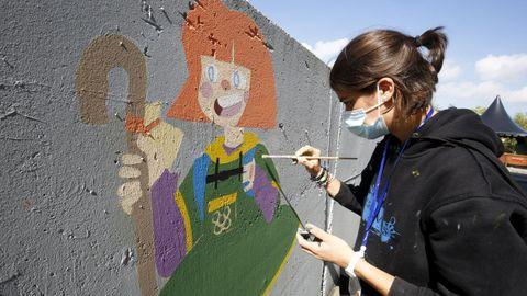 La catalana Paula Modrego, pintando una Menina peregrina