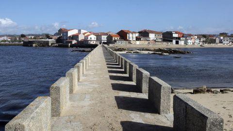Puente entre la torre de San Saduriño y la villa