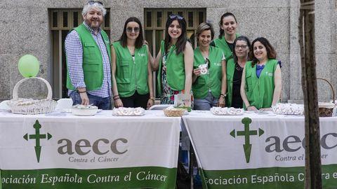 Imagen de archivo de miembros de la Asociación contra el Cáncer de Ourense en un acto en la calle del Paseo