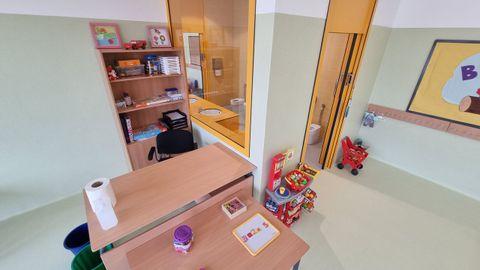 En las clases de infantil, los baños están integrados en las aulas y con cristal para el control de los docentes