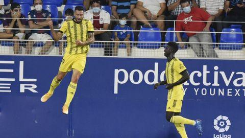 Borja Bastón, junto a Obeng, celebra el 0-1 del Oviedo