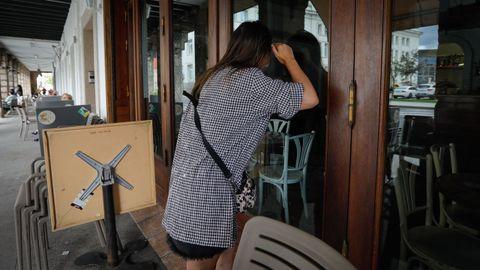 Cafetería cerrada. El Café Cantante fue uno de los negocios perjudicados por el corte de luz en la zona de la Marina. La electricidad regresó en torno a las 12.00 horas de la mañana. La avería no afectó la totalidad de los locales. El contiguo Quai Café o La Mansión 1783 no tuvieron cortes