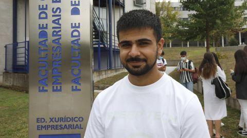 Imram Razzak en su primera día de estudios de ADE en Ourense