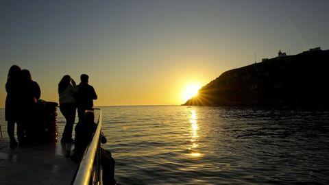 Atardecer en Fisterra desde el mar.